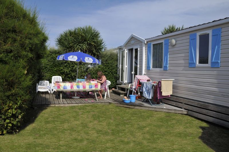 Location mobil home 2 chambres normandie camping le for Camping basse normandie bord de mer avec piscine