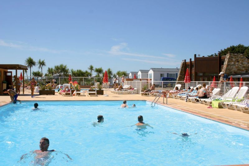 Camping normandie piscine camping le grand large for Camping dans le loiret avec piscine