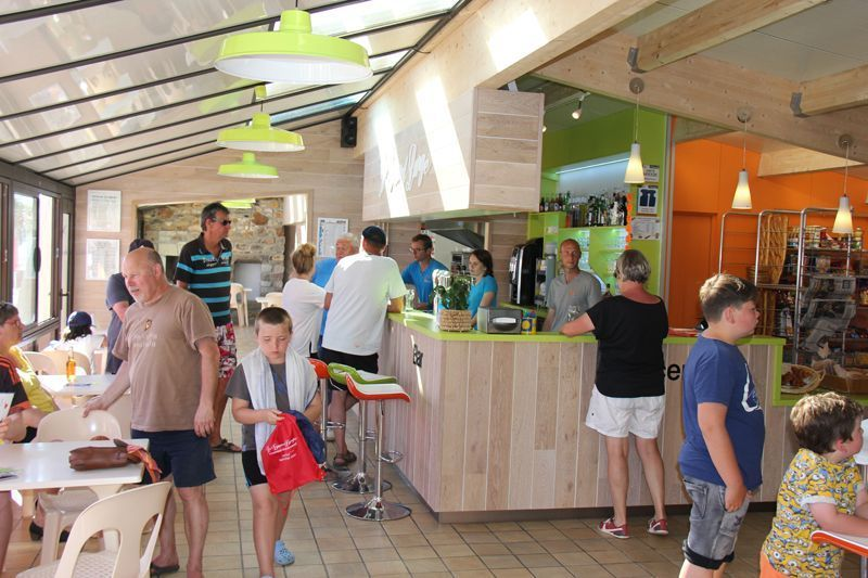 Camping normandie snack bar avec terrasse camping le for Camping normandie piscine couverte bord mer