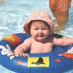 Camping Normandie, Enfant dans la pataugeoire